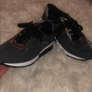 Michael Kors sneakers black silver and white!